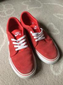 Red Nike pumps size 4