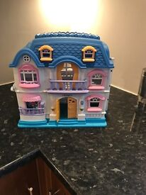 Kids toy play house /dolls house