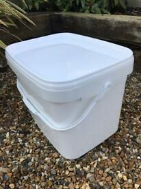 White Boxes/Tubs with Lids