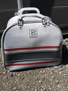 VINTAGE BRUNSWICK BOWLING BAG & BALL  excellent OAKVILLE 905 510-8720