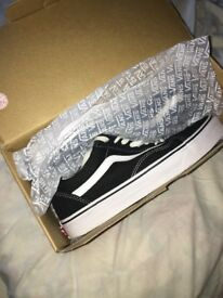 BRAND NEW Old Skool Vans SIZE 8