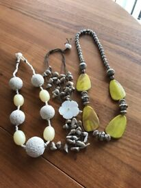 Chunky jewellery, 3 pieces as new.