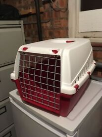 2x pet crates in perfect condition 1x small carry crate 1x medium crate - will sell seperately