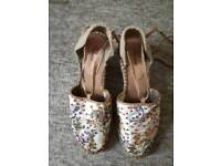 Cute Rizzo Wedges in size 5
