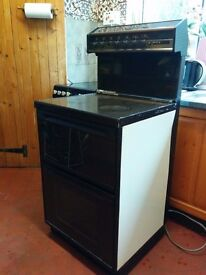 FREE - Freestanding electric cooker, working