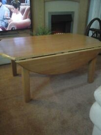 SOLID OAK EXTENDING TABLE