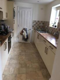 Cream gloss kitchen and appliances - needs to be sold by 19th Aug