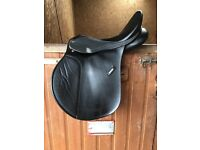 17 inch wintec saddle - good condition