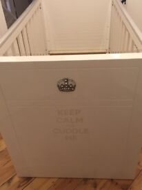 Like new beautiful high gloss cot with instructions