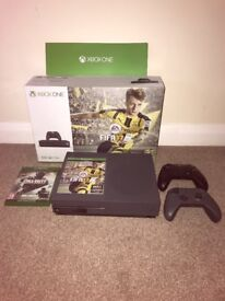 Xbox One S Grey 500GB FIFA 17 COD IW REMARSTERED HEADSET SPARE CONTROLLER