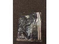 Adidas shorts (L)
