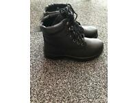 Men's works boots size 7 brand new