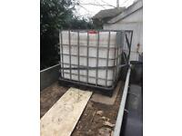 Water tank 1000ltrs in metal cage with plastic plate bottom