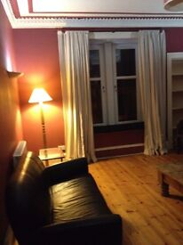 Large 2 bed flat next to Queens Park Available Oct 2016