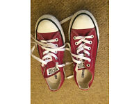 BURGUNDY CONVERSE SIZE 6 - GREAT CONDITION BARGAIN