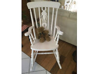 A LOVELY SHABBY CHIC ROCKING CHAIR WITH A FIDDLE DESIGN TO THE CENTRE BACK