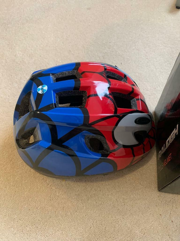Raleigh Boy/'s Mystery Spiderman Cycle Casque-Rouge//bleu taille moyenne 52-56 cm