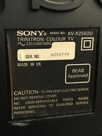 Used large Sony Trinitron colour tivi 27in in working order Made in UK with Sony remote control