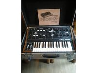 Moog prodigy in excelent condition,complete with padded flight case and owners manual