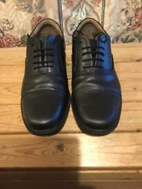 Worksite lace-up steel toecap shoes. Size 8.