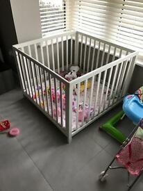 Baby Dan play pen and matting