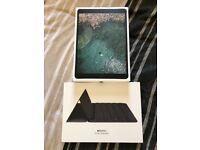 Apple iPad Pro 10.5 (64GB Wi-Fi Space Grey) & Apple Smart Keyboard