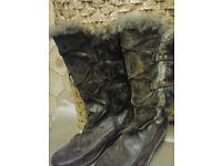 Ladies Brown Size 7 boots