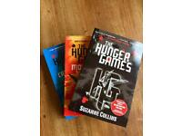 set of 3 books 'Hunger Games' trilogy by Suzanne Collins.