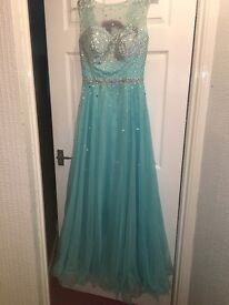 Stunning size 8 turquoise prom dress