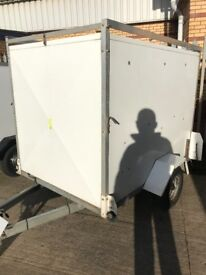 6 x 4 box trailer with roof bars