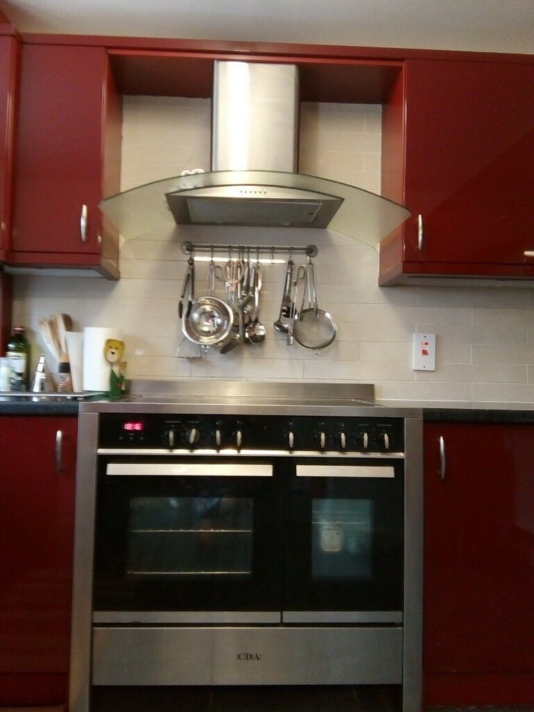 CDA twin cavity ceramic cooker and matching extractor fan