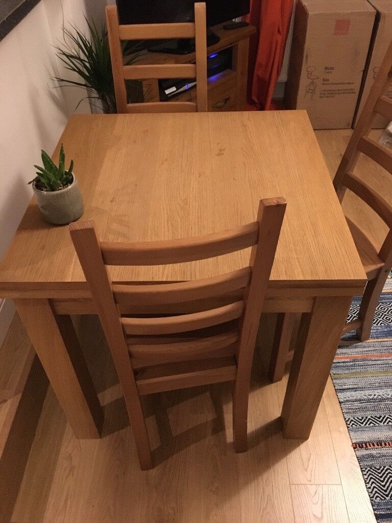 Real solid Oak Extendable Dining/Kitchen table with 4 matching chairs