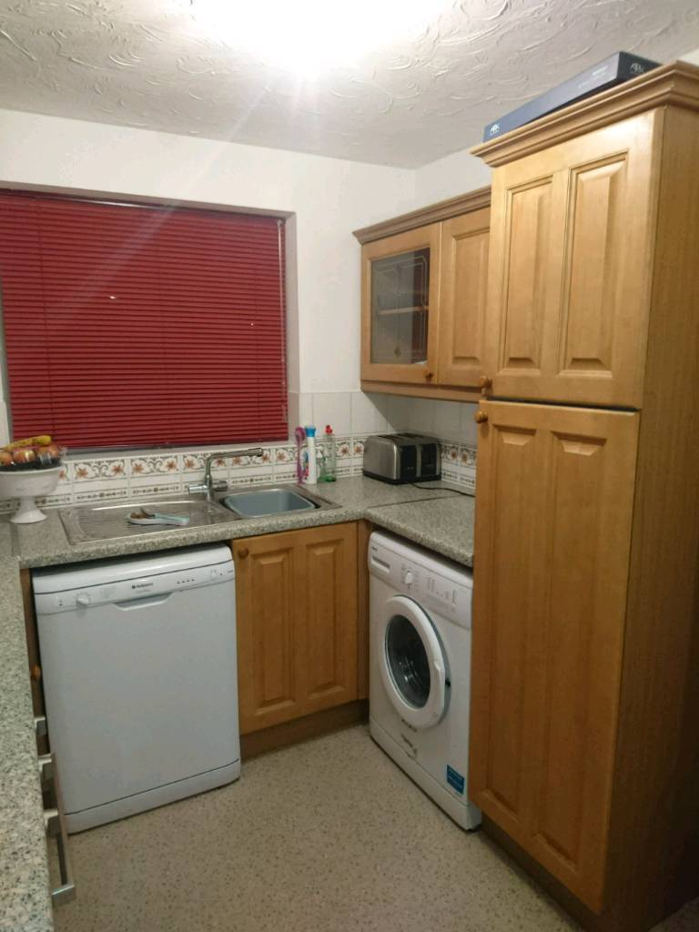 Kitchen units, hob, oven and sink