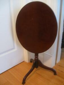 EXCEPTIONAL LITTLE VINTAGE OVAL TILT-TOP TABLE for COMPACT LIVING