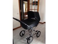 Silver Cross Sleepover 3in1 Travel System. Comes with Rain Cover and Footmuff.
