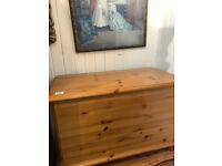 Pine Blanket/Storage Box on Bun Feet , in good condition. Size L 29.5in D 16in H 19in.