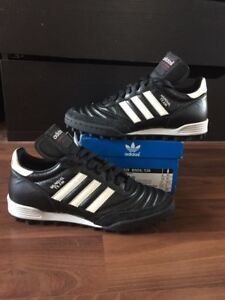 New! Mundial Team turf shoes size 5