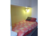 NO AGENCY FEES! - Very nice single room in large first floor flat central to Westbourne/Bournemouth