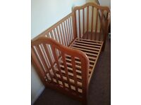 Kids cot bed ( cotbed)