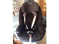 Black and grey Maxi Cosi pearl car seat and maxi Cosi family fix group 0+/1
