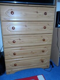 Pine Effect 5 Chest of Drawers.