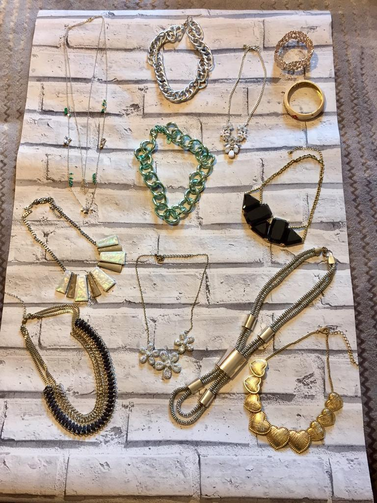 Fashion jewelleryin Portlethen, AberdeenGumtree - Fashion jewellery all from different shops Green chain from Zara All used good condition Portlethen pick up only ( sorry cannot deliver )