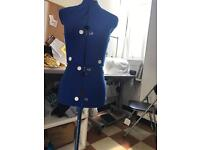 Adjustable sewing mannequin