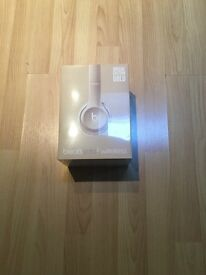 BEATS BY DRE WIRELESS SOLO 2 HEADPHONES LIMITED EDITION GOLD BRAND NEW SEALED