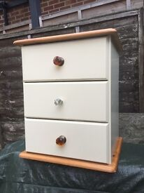 Lovely bedside tables/cabinet/ drawers *3 available *