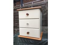 Lovely bedside tables/cabinet/ drawers *5 available *