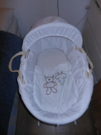 Moses basket with all accessories