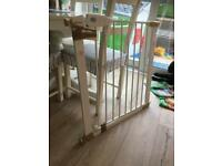 Lindam childs safety gate