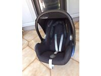 Used Maxi cosi car seat (with new born head support)