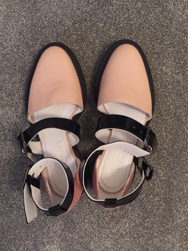Inch2 nude closed toe shoes